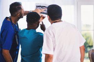 analizando radiografía